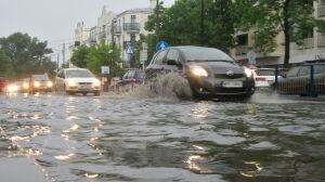Ulewa w Pruszkowie: zalany szpital, dworzec, komisariat policji