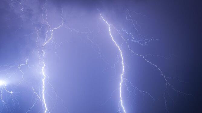 Pogoda na dziś: lany poniedziałek mokry i pod znakiem burz