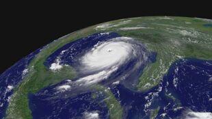 Po świętych, politykach i byłych żonach synoptyków. Skąd huragany mają imię?