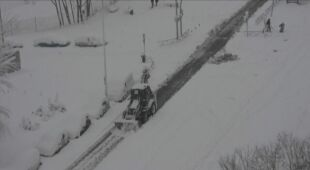 Na drogach zalegają rekordowe ilości śniegu